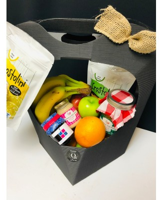 Gourmet basket with fruits