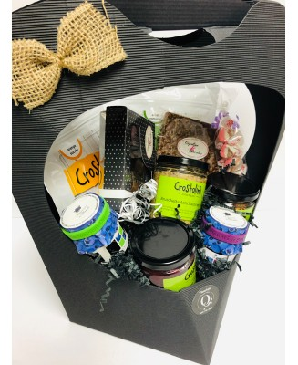 Gourmet basket with Quebec products