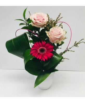Bouquet of flowers with 1 gerbera and 2 roses
