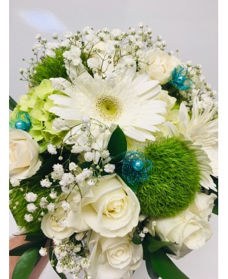 Bridal bouquet with a touch of blue