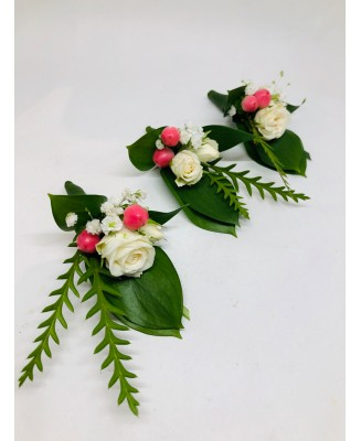 Corsage with a touch of pink